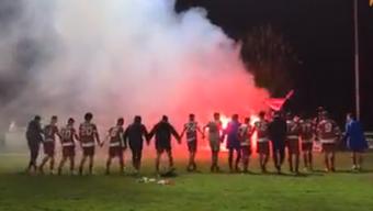 Solothurn-Fans zünden nach dem Spiel gegen Langenthal Pyros.
