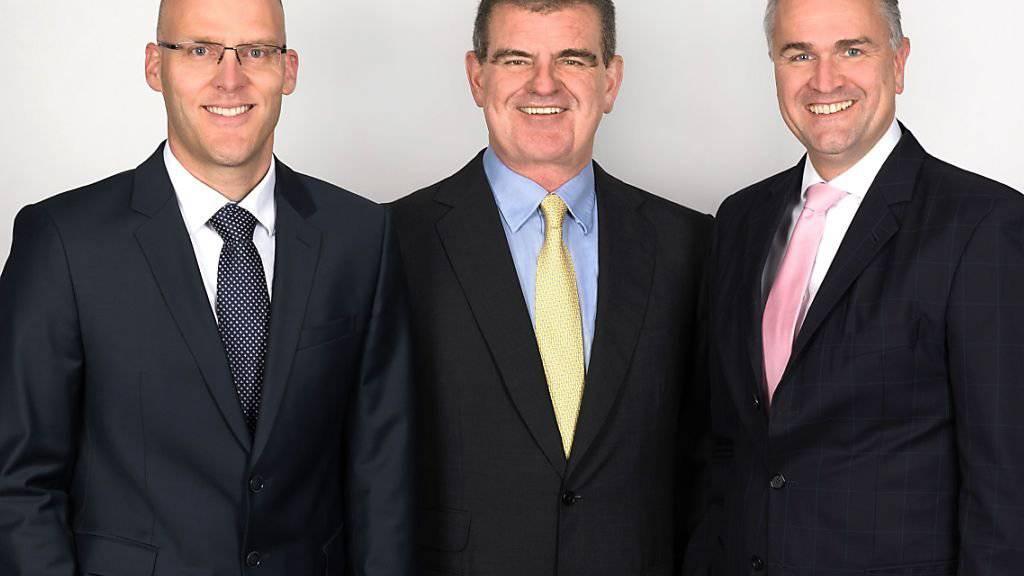 Sesselrücken bei Stadler: Peter Spuhler (Mitte) übergibt den Chefposten an Thomas Ahlburg (rechts), der wiederum die Leitung des grössten Stadler-Werks in Bussnang an Georg Kappeler übergibt.