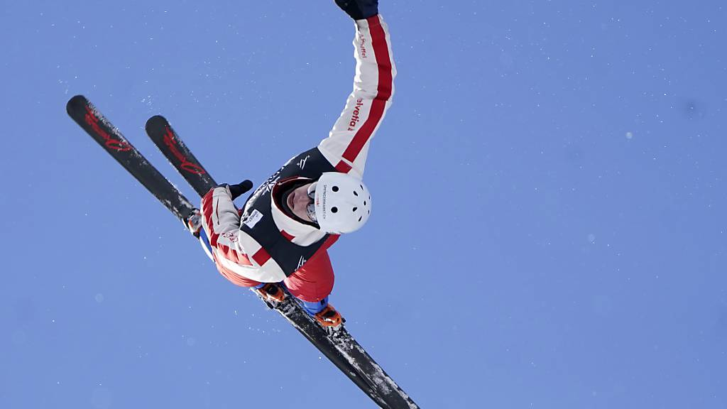 Schweizer Skiakrobaten an der WM neben dem Podest