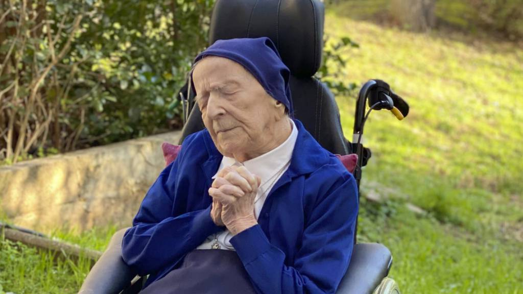 Dieses vom Pflegeheim Sainte-Catherine Laboure zur Verfügung gestellte Foto zeigt Schwester Andre (Geburtsname Lucile Randon). Mit 117 Jahren führt sie die Liste der ältesten Frauen Europas an – und hat gerade erst eine Infektion mit dem Coronavirus überstanden.