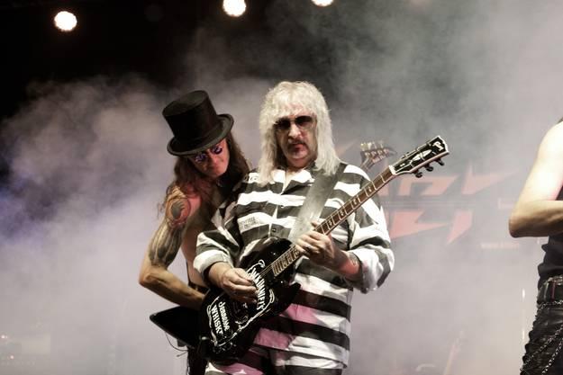 Noisy Miller (Bass) und Crown Kocher (Gitarre)