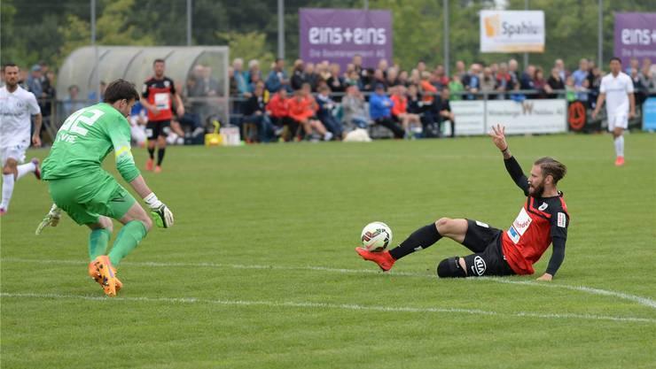 Edgars Gauracs (r.) vergibt eine Chance gegen FCZ-Torhüter Guillaume Favre.