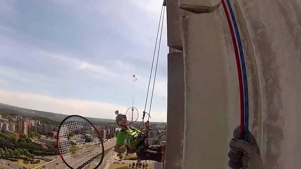 Badminton 70 Meter über dem Boden