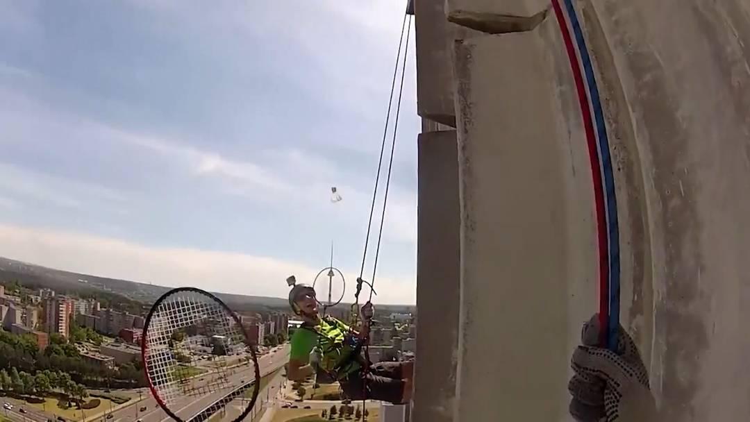 70 Meter über dem Boden: Badminton als Extremsport