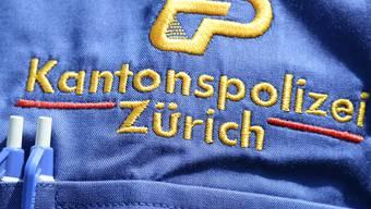 In Zürich sind in der Nacht auf Samstag drei Personen in ein Geschäft eingestiegen. Die mutmasslichen Täter wurden nach einer kurzen Flucht festgenommen. (Symbolbild)
