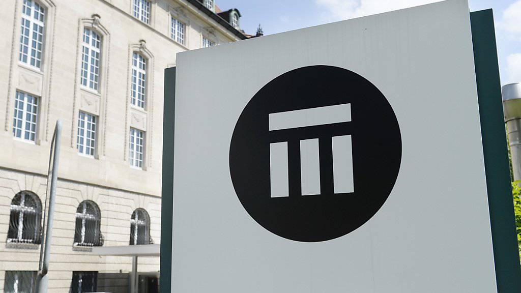 Der Rückversicherer Swiss Re zeichnet mehr Geschäft - aber der Gewinn geht deutlich zurück. (Archiv)