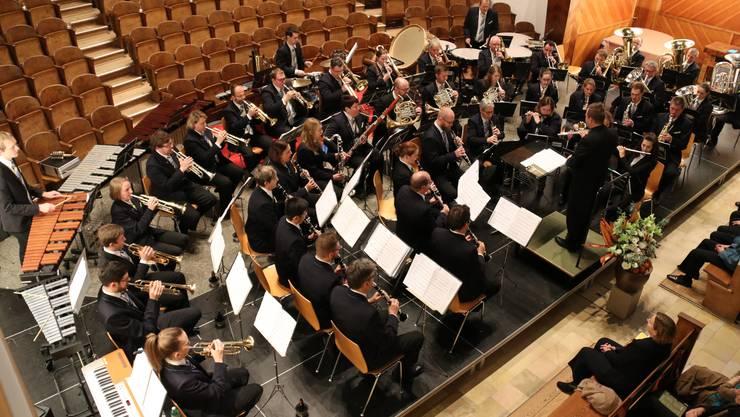 Die Stadtmusik Olten bei ihrem musikalisch überzeugenden Auftritt am Adventskonzert in der Friedenskirche. (Foto: Irene Borner-Küpfer)