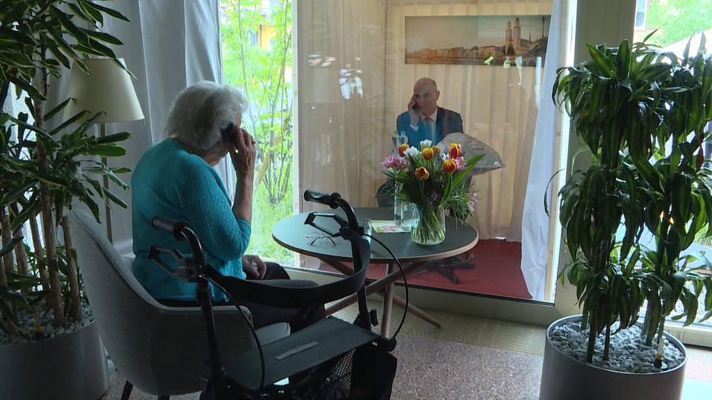 Gesundheitsminister Berset besucht Zürcher Alterszentrum