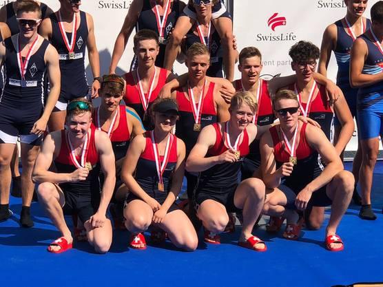 Der Basler U19-Achter bei der Siegerehrung. 2018 holte das Team den Schweizer-Meister-Titel.