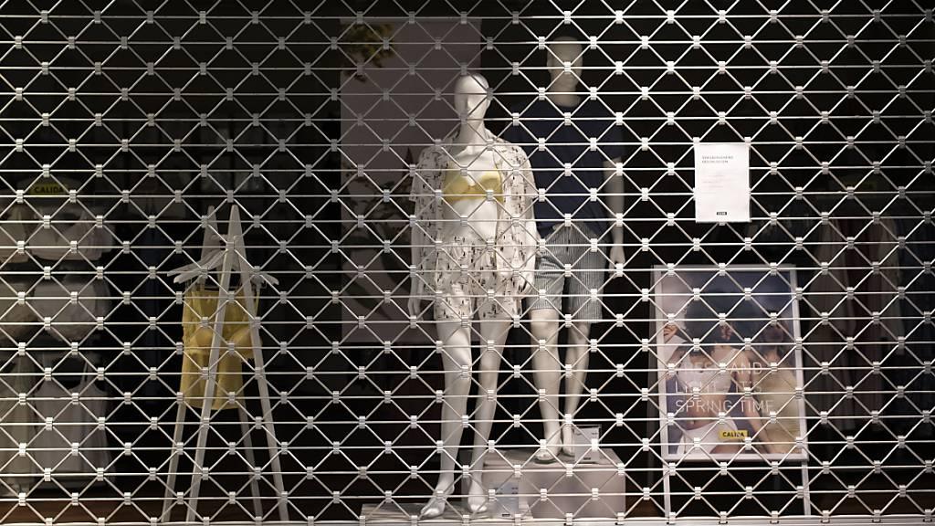 Die Stimmung unter den Einkaufsmanagern in der Schweiz ist wegen der Coronavirus-Krise insbesondere bei Dienstleistern in den Keller gefallen. (Archiv)
