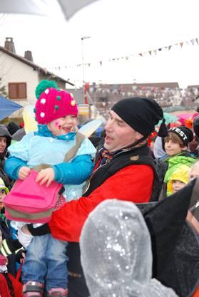 Elferrat Daniel Winter mit kleiner Fasnächtlerin
