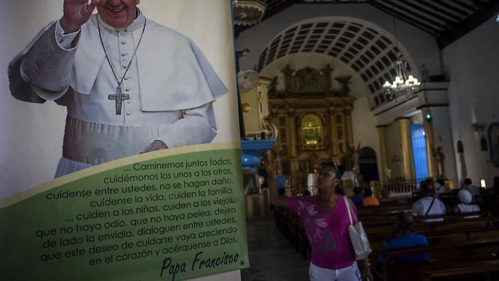 Kuba bereitet sich auf die Ankunft von Papst Franziskus. Auch ein Treffen zwischen Revolutionsführer Fidel Castro mit dem Pontifex ist möglich.