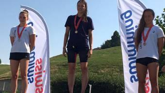 Jessica Helbling freut sich über den ersten Rang an den Schweizer Meisterschaften.