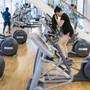 Fitnesscenter füllen sich wegen der Coronakrise nur langsam. Im Bild trainiert eine Frau im Fitnessstudio Activ Fitness in Zürich Oerlikon.