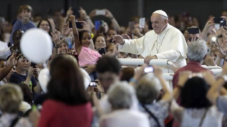 Da kommt der Papst.