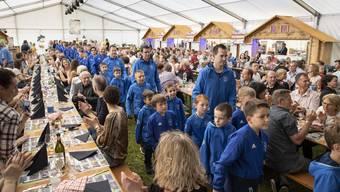 Einmarsch der Junioren am Festakt zum 75. Geburtstag des traditionsvereins SC Fulenbach.
