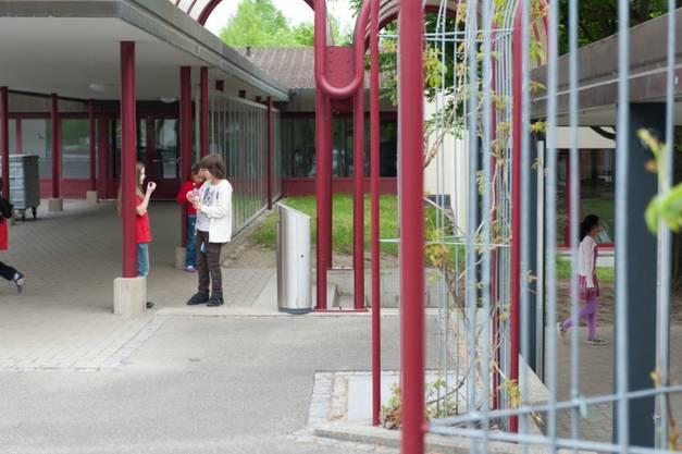 Wegen zu geringer Schülerzahlen wird die Oberstufe in Leibstadt ab 2022/23 schliessen müssen. Zurzeit werden hier noch drei Sek-Klassen mit insgesamt 60 Schülerinnen und Schülern unterrichtet (2016/17).