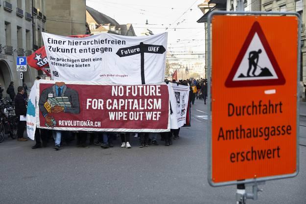 Der Kundgebungszug startete seinen Marsch beim Käfigturm mitten in der Stadt.