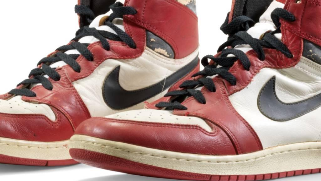 615 000 Dollar für Sportschuhe von Michael Jordan