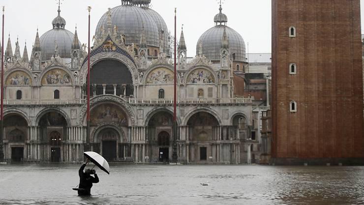 Das Hochwasser in Venedig ist inzwischen auf höchstem Stand seit mehr als 50 Jahren gestiegen.
