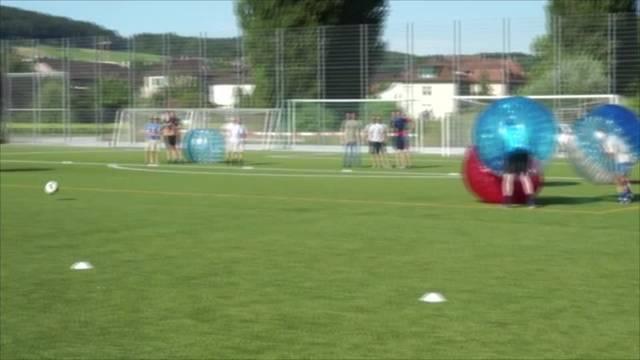 Bubble Soccer beim Grümpelturnier Schlieren
