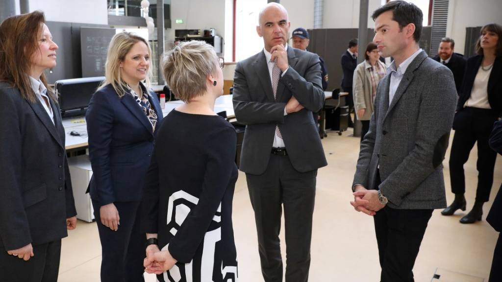 Bundesrat Alain Berset (2.v.r.) bei seinem Besuch im Februar an der Universität Vaduz. Das «Ländle» hat europaweit mit Abstand am meisten im Ausland Studierende, nämlich 88,4 Prozent. Die Schweiz steht mit 17,7 Prozent auf Platz 5 der Eurostat-Liste der mobilen Studierenden.