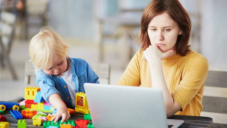 Beruf und Familie zu vereinen, ist für Mütter eine Herausforderung.