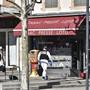 Polizisten ermitteln nach dem tödlichen Messerangriff vom Samstag in Romans-sur-Isère in Frankreich. Zwei Menschen wurden getötet, fünf weitere verletzt.