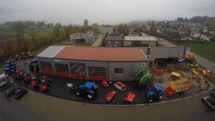 Ein Blick von oben auf das Werksgelände von Würger und Bader AG Land- und Baumaschinen, Laupersdorf.