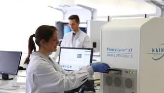 Das Kantonsspital Uri führt PCR-Tests und Schnelltests im eigenen Haus durch.