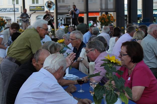 Rund 150 Mitglieder des Stadtvereins folgten der Einladung zur Jubiläumsfeier auf dem Kirchplatz Dietikon