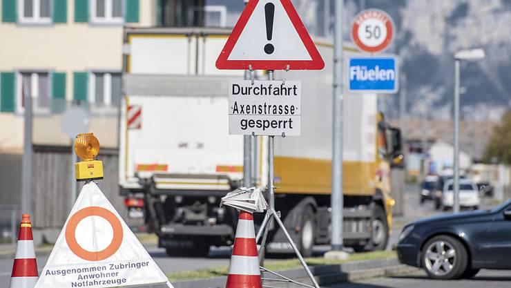 Die Absperrungen sind weg: Die Axenstrasse ist wieder befahrbar. (Archivbild)