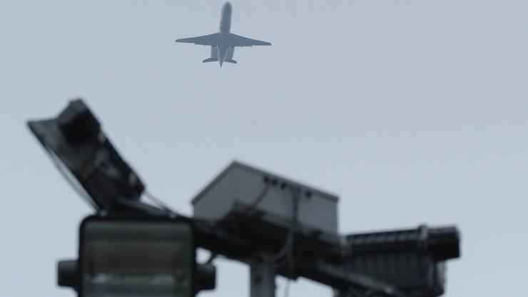 Ein Flugzeug beim Nordanflug