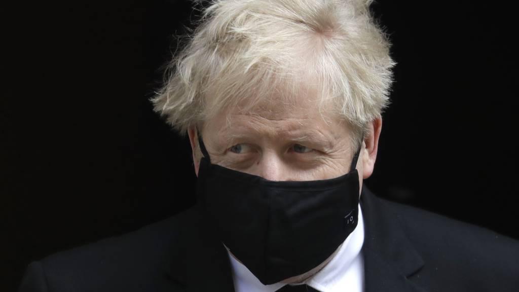 Boris Johnson, Premierminister von Großbritannien, verlässt 10 Downing Street. (Archivbild) Foto: Kirsty Wigglesworth/AP/dpa