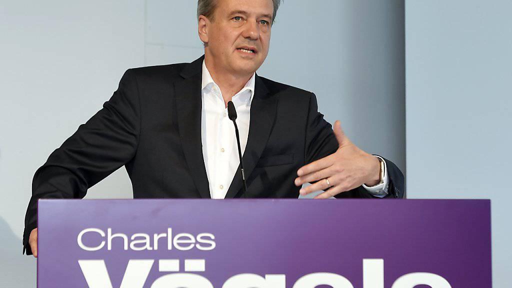 Der Chef von Charles Vögele, Markus Voegeli, muss erneut einen Halbjahresverlust verkünden. (Archiv)