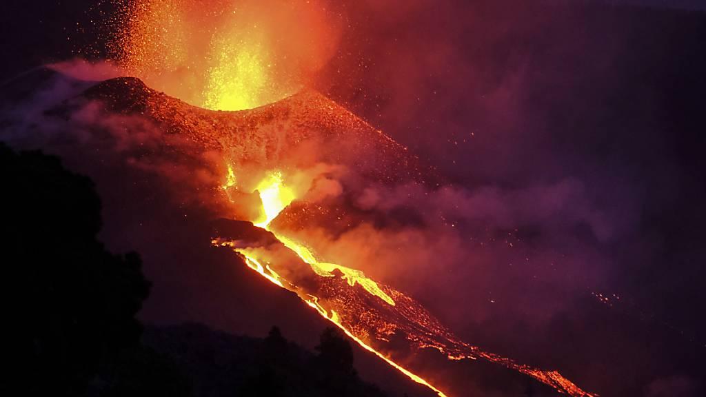 Ein Ende des Ausbruchs des Vulkans ist nicht in Sicht. Foto: Daniel Roca/AP/dpa