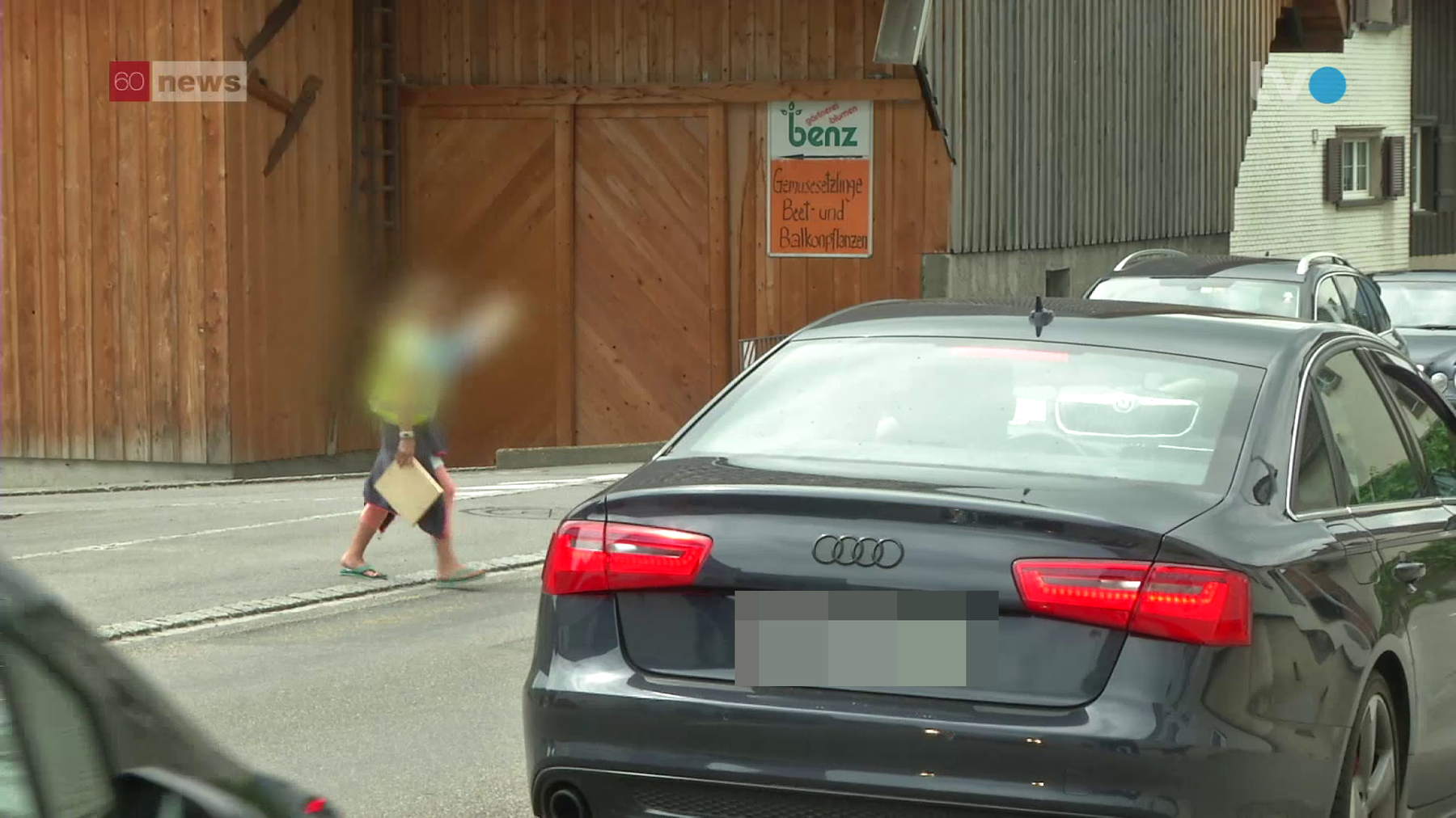 Kinder gehen immer noch über die entfernten Fussgängerstreifen - auch die Autofahrer halten sich mehrheitlich daran. (Bild/TVO Thomas Bartlome)