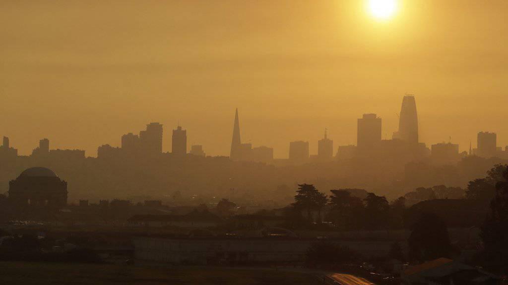 Rauch von den Waldbränden am Donnerstag über der Metropole San Franciso.