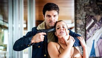Geiselnahme in einer Luxusvilla: Mišel Matičević als Arbeiter Mike und Cecilia Steiner als «Rich Kid» Leonie Seematter.