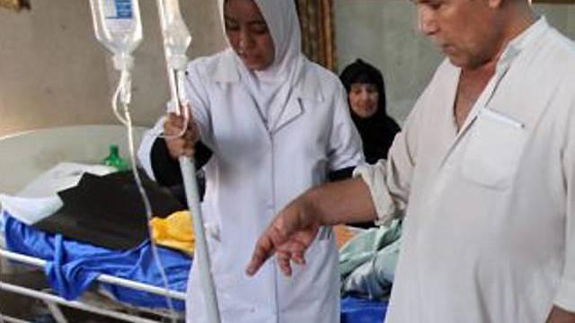 Verletzte werden im Spital gepflegt