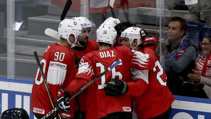 Die Schweizer können sich dank dem 4:1 gegen die Norweger über den vierten Sieg im vierten Spiel freuen - und weiterhin an der Tabellenspitze verweilen.