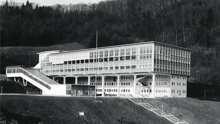 Das fertig erstellte Martinsberggebäude in Baden, Gemeinschaftshaus der Brown Boveri & Cie, im Jahr 1953. ZVG