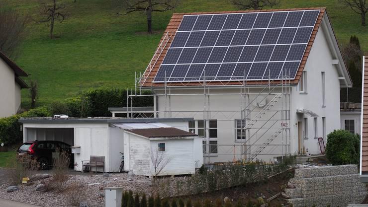 Diese Photovoltaik-Anlage in Mahren löst Verwunderung über geltende Bauvorschriften aus.