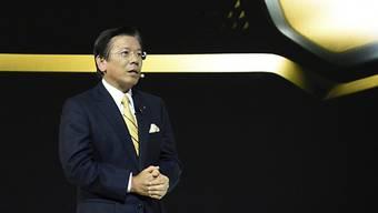 Mitsubishi-Chef Tetsuro Aikawa, hier an der Tokyo Motor Show im vergangenen Jahr: Am Mittwochnachmittag will sich Aikawa zu Unregelmässigkeiten bei Abgastests äussern (Archiv).