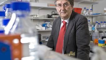 Beda Stadler in seinem Labor (Archiv)