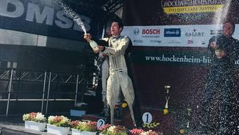 Bruno Weibel feiert seine beiden Siege in Hockenheim ausgelassen.
