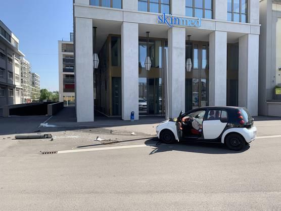 Lenzburg AG, 15. September: Am Sonntag verlor ein Lernfahrer die Kontrolle über seinen Wagen und verursachte einen Selbstunfall mit hohem Sachschaden.