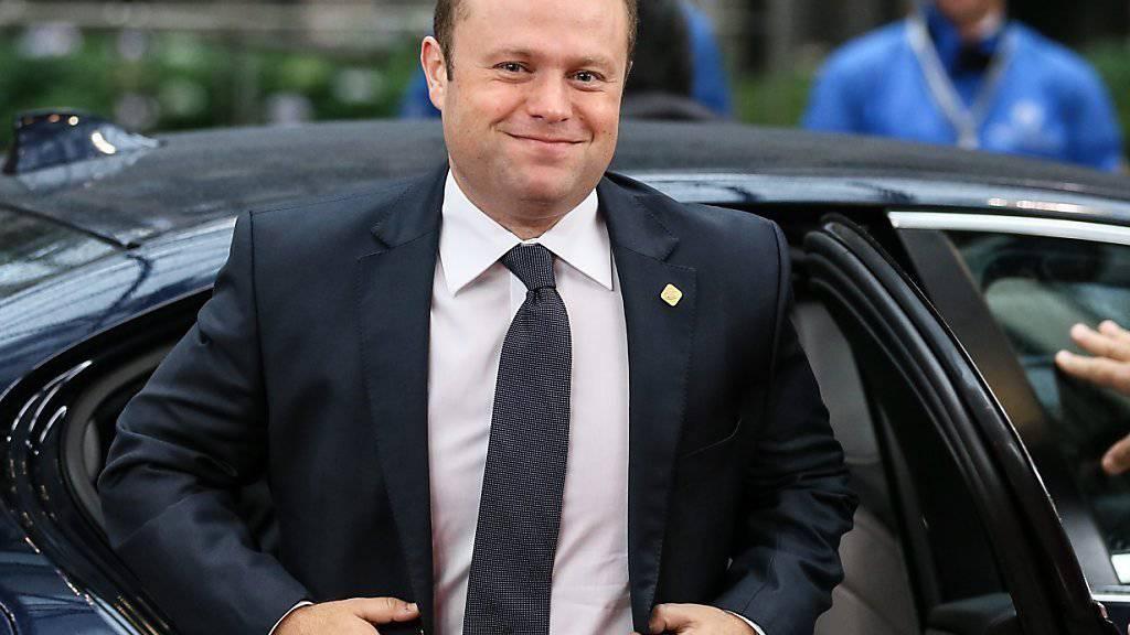 Weil mindestens zwei Angehörige seiner Regierung in den Panama Papers auftauchten, kam Maltas Ministerpräsident Joseph Muscat in Bedrängnis. Nun überstand er eine Misstrauensabstimmung im Parlament. (Archivbild)