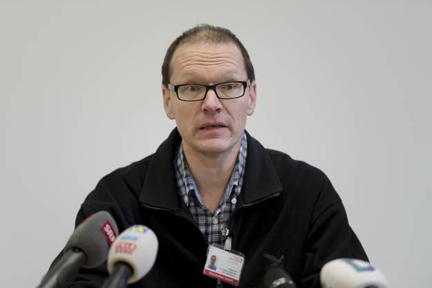 Pascal Pilet, Staatsanwaltschaft der Polizei Basel-Landschaft, spricht an einer Medienorientierung zum Tötungsdelikt in Rünenberg .