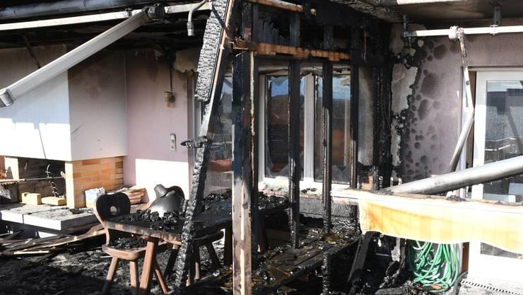 Auf einem Balkon eines Mehrfamilienhauses in Fislisbach brach am Freitag ein Brand aus.